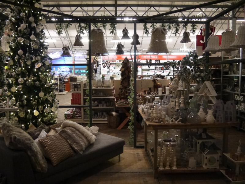 Alles voor kerst, bv kerstbomen koopt u bij tuincentrum De Mooij nabij Leiden.