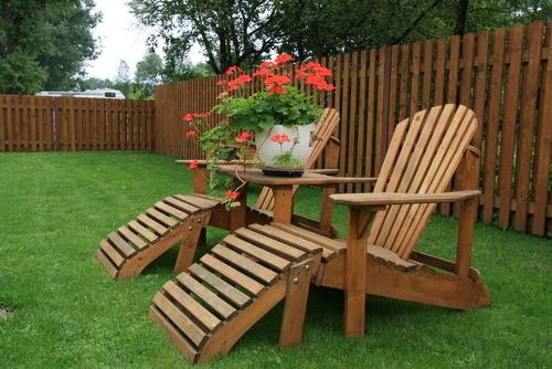 Mooie houten tuinmeubelen in Leiden bij Tuincentrum De Mooij